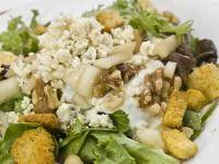 Ledový salát s jablky a modrým sýrem