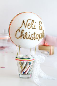 Money gift ideas for the wedding: DIY balloon & engraved champagne glasses, Diy Balloon, Balloon Decorations, Diy Wedding Gifts, Diy Gifts, Wedding Congratulations, Silver Gifts, Champagne Glasses, Diy Crafts To Sell, Birthday Gifts