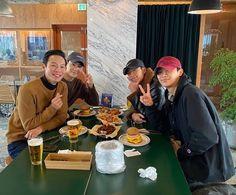 New year meeting💂🏻♂️💂🏻♂️💂🏻♂️💂🏻♂️💕 Korean Celebrities, Korean Actors, Korean Drama Movies, Korean Dramas, Lee Shin, W Two Worlds, Weightlifting Fairy Kim Bok Joo, Sweet Guys, Kdrama Actors