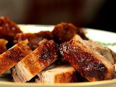 Leilas godaste revbensspjäll (kock Leila Lindholm) Ingredienser 5 kg revbensspjäll, hela, tjocka 1 st vitlök 2 st gul lök 2 st morötter salt GLAZE TILL REVBENSPJÄLLEN 1 dl ketchup 1 dl soja, japansk 1 dl råsocker 2 msk sesamolja 0.5 dl honung, flytande 1 bit ingefära, färsk (stor som en tumme) 2 klyftor vitlök
