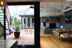 Réalisé par l'agence d'architecture FORT & SALIER Rénovation appartement - Escalier Retrouver la fiche sur Archidvisor