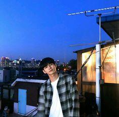 Image may contain: sky and outdoor Jinyoung, Spanish Men, Ong Seung Woo, Boy Idols, Guan Lin, Fandom, Kpop, Lucky Star, K Idol