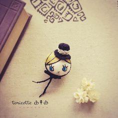 ∞ ȸ↟ȸ toricotte doll *・.。。.・*✲゚*・.。。.・* #toricotte #ブローチ #doll #shop #handmade #crochet #かぎ針編み | by ȸ↟ȸ toricotte fuuka ȸ