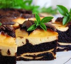 Ингредиенты:  Шоколадный слой: 250 гр темного шоколада 170 гр сливочного масла 3 ст.л. какао 5 ст.л муки 3 яйца 4 ст.л. сахара  Бананово-творожный слой:  200 гр творога 2 яйца 2 небольших сладких банана 2 ст.л. сахара  Способ приготовления:  Начинаем с шоколадного слоя. На водяной бане растапливаем шоколад и сливочное масло до однородности.
