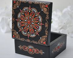 Painted Wooden Boxes, Painted Jewelry Boxes, Wooden Diy, Diy Trinket Box, Jewelry Gifts, Diy Jewelry, Jewelry Making, Jewellery Storage, Mehendi