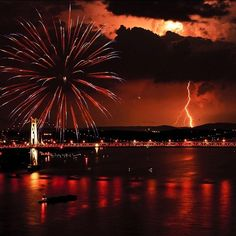♥  natural fireworks joining the show!