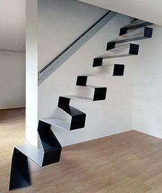 Como se sabe la escalera es una parte primordial dentro de su casa, ya que es la línea que rompe con el esquema de horizontalidad, y por lo tanto debe de contar con una decoración especial o es su defecto un estilo particular.