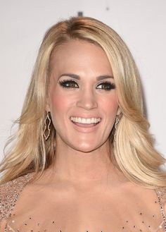 Carrie Underwood Photos Photos - Recording artist Carrie Underwood, winner of Favorite Country Female Artist, poses in the press room during the 2015 American Music Awards at Microsoft Theater on November 22, 2015 in Los Angeles, California. - 2015 American Music Awards - Press Room