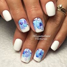 Blue and White Elegant Nail Art Design. More like blue flowers, this blue and white nail art design will go well with your denim days.