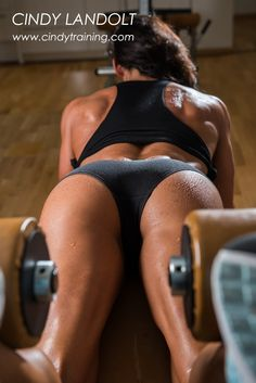 Hi I'm Cindy Landolt, a Personal Trainer in Zurich Switzerland, I offer one to one personal training services at Gyms around Lake Zurich. Athletic Girls, Athletic Body, Muscle, Hard Bodies, Body Fitness, Trainer Fitness, Fit Chicks, Body Image, Workout Videos