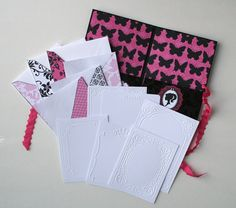 Stationery sets make the perfect gift to give to a new bride as she will be busy writing many notes of thanks to friends and family soon. This would also make a great gift for the bride to give to her bridesmaids, sisters-in-law to be, or mother and mother-in-law in appreciation for all that they have done for her during the wedding process. Here is how you can put one together using your Cricut Expression and Cuttlebug machines!