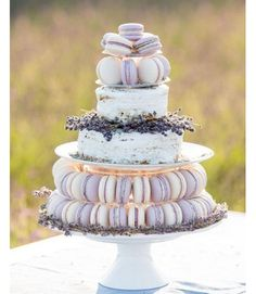 Un wedding cake couleur lavande http://www.vogue.fr/mariage/inspirations/diaporama/gateaux-de-mariage-wedding-cake-pieces-montees/33339#un-wedding-cake-couleur-lavande