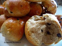Καλημέρες με υπέροχα σταφιδόψωμα νηστίσιμα σαν τσουρεκάκια!!! Δεν θα μείνει ψίχουλο... ΥΛΙΚΑ 1 κιλό αλεύρι για 'ολες τις χρήσεις 1 φακελάκι μαγιά σκόνη 1 κούπα σταφίδες μαύρες ή ξανθές 1/2 κούπα φυτίνη λιωμένη ή βιτάμ 2 κούπες νερό περίπου(χλιαρό) 1 κούπα άχνη ζάχαρη 1
