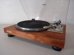 Restored Pioneer PL-518 with real wood mahogany veneer