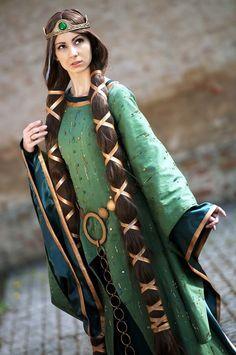 queen elinor costume 1