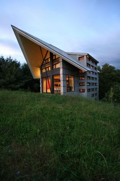 Canadian architectural firm YH2 designed La Cornette, a country house in Quebec, Canada.