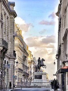 Parijs - Place des Victoires.
