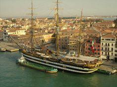 L'Amerigo Vespucci a Venezia