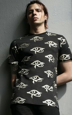 Classic fit t-shirt with some extra length - in a superior cotton jersey with statement print.Shop Now at KILLSTAR.com