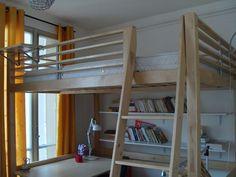 Lit-mezzanine-2-places-matelas-140X180 pour installer en-dessous aussi un matelas 2 personne en canapé sur lequel les invités peuvent dormir dans le salon si besoin.