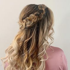 "New Orleans Hairstylist on Instagram: ""I love a good braid 😻 Hair by @jessicajacksonhair for @glamonlocationllc"" Braid Hair, Braids, Bridal Hair Half Up Half Down, New Orleans, Braided Hairstyles, Jackson, My Love, Hair Styles, Instagram"