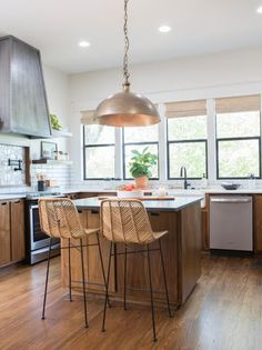 Get This Look: Fixer Upper The Ramsey House S5 Ep15