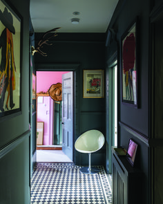 A moody corridor in Farrow Ball color curator Joa Studholme's home is painted in the company's Down Pipe and culminates in a bedroom painted their Nancy's Blushes pink. Hallway Colour Schemes, Hallway Paint Colors, Paint Colours, Decoration Chic, Decoration Entree, Flur Design, Balkon Design, Farrow Ball, Grey Hallway