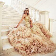 Завершу показ этого прекрасного и неповторимого платья фотосессией «Гетсби»Это платье универсально!...#прокатплатьев #прокатплатьеводесса#арендаплатья #арендаплатьяодесса  #вечерниеплатьяодесса #вечерниеплатья  #manhattan_studio_rent #manhattan_studio_od_ua Gatsby Style, Princess Dresses, Manhattan, Ball Gowns, Mermaid, Fairy, Photoshoot, Studio, Formal Dresses