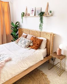 Are you searching for some inspiring bedroom wall decoration ideas to make your home look better and cool?I will mention the best bedroom wall art ideas that will entirely change the look of your home! Bedroom Layouts, Room Ideas Bedroom, Small Room Bedroom, Bedroom Wall, Home Bedroom, Bedroom Decor, Small Rooms, Layout For Small Bedroom, Bedroom Inspo