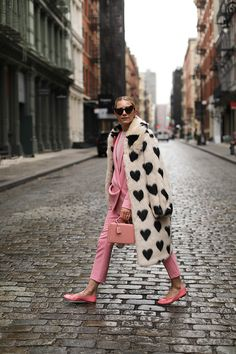 Blair Eadie of Atlantic-Pacific wearing a faux fur jacket and colored suit // Click through for full outfit details.and more shots of these amazing dogs! Street Chic, Street Style, Fur Coat Outfit, Pink Fur Coat, Love Fashion, Fashion Outfits, Fashion Goth, Fashion Trends, Fur Accessories