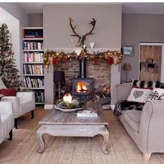 There's no better place to hunker down on a cold night than in a comfy cozy living room. Here are some cozy living room designs to help you achieve maximum hygge. Cottage Living Rooms, My Living Room, Home And Living, Modern Living, Country Living Rooms, Cosy Living Room Decor, Cosy Dining Room, Log Burner Living Room, Cosy Home Decor