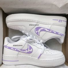 Dr Shoes, Cute Nike Shoes, Swag Shoes, Cute Nikes, Nike Air Shoes, Hype Shoes, Outfit With Nike Shoes, Pink Nike Shoes, Nike Free Shoes