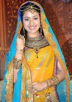 Zee TV Jodha Akbar Paridhi Sharma (Jodha) Stills, Photos Mode Bollywood, Bollywood Actress Hot, Bollywood Fashion, Indiana, Wedding Lehenga Online, Jodhaa Akbar, Rajasthani Dress, Bridal Chuda, Rajputi Dress
