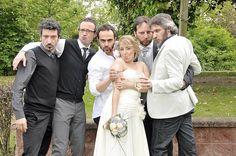 Boutique della Fotografia Fotografo di Matrimoni a Milano -Un momento simpatico con gli amici durante il matrimonio