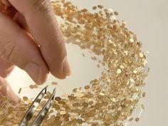 Cathy Chotard Collier (2007),  Collier en or 750 18 carats de 16 grammes, fil synthétique «siglon». 20 cm de diamètre