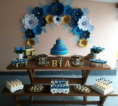 Festa de 15 anos simples, decoração azul e amarela. Sweet Fifteen, Its My Bday, I Party, Wedding Decorations, Tropical, Birthday, Flowers, Bipolar, Blue Birthday