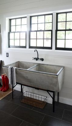 Farmhouse sink laundry room wash tubs 38 New ideas – Modern Farmhouse Sink Laundry Tubs, Mudroom Laundry Room, Laundry Room Design, Small Laundry, Rustic Laundry Rooms, Laundry Room Utility Sink, Laundry Room Bathroom, Laundry Area, Bathroom Cabinets