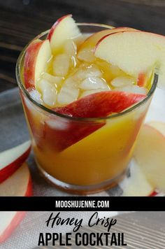 of July This Honey Crisp Apple cocktail is a great cocktail to sip on through the fall season. Great for Fall, Halloween, and even Christmas. Apple Cider Cocktail, Cider Cocktails, Spiced Apple Cider, Fall Cocktails, Spiced Apples, Christmas Cocktails, Apple Cocktails, Fresh Apples, Apple Vodka