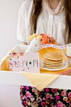 Free Printables: Mothers Day Breakfast in Bed...card, flower cone and mini banner  {Studio DIY}