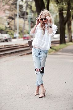Boyfriend ripped jeans  a baggy knit top paired with nude heels...screams sex  the city