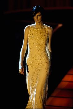Vogue Paris, Stella Tennant, Gianni Versace, Fashion Seasons, Fashion Show, High Fashion, Mannequins, Ready To Wear, Runway