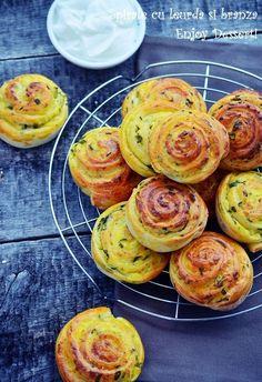 Din cand in cand mi se face pofta de aluat dospit. Si ce poate fi mai bun decat sa combini aluatul dospit, pufos cu verdeturi proaspete de sezon? Spirale cu crema de branza si leurda a fost alegerea mea. O alegere delicioasa zic eu. Spirale aromate din aluat pufos cu leurda si o umplutura cremoasa […] Pastry And Bakery, Pastry Cake, Wild Garlic, Romanian Food, Morning Food, Appetisers, Deserts, Good Food, Rolls