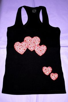 Camisetas decoradas y customizadas, con tecnica patchwork, pintura sobre tela, lentejuelas, flores, corazones, chicas y mujeres, niños