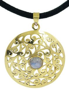 MAGDA: A lively 399 SEK pendant, crafted with delicacy where a discrete Rainbow Moonstone gemstone is placed in its core. Make it yours with a click!
