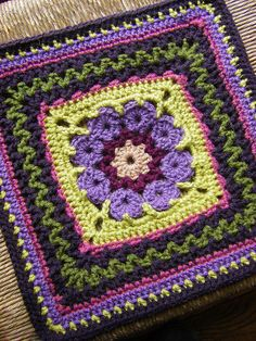 Really pretty crochet 12-square pattern. FREE!! You'll need to register (it's also free). Thank you.