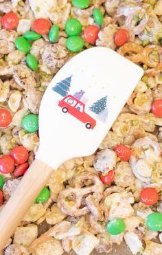 Christmas Crunch Last Minute Geschenkidee - Weihnachten geschenkidee, selbstgemacht geschenk, weihnachtsgeschenk, schnelles diy weihnschten, geschenk aus der küche, süssigkeiten selber machen Christmas Crunch, Christmas Stuff, Diy Weihnachten, Last Minute, Winter Wonderland, Foods, Drink, Blog, Ideas