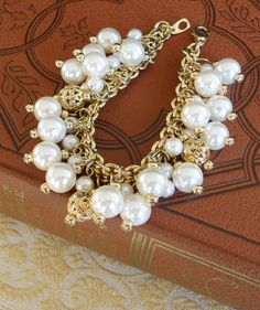 Gold and pearls bracelet Bling Jewelry, Wedding Jewelry, Jewelry Bracelets, Jewelery, Bangles, Pearl Bracelet, Pearl Necklaces, Fashion Accessories, Fashion Jewelry