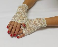Ivory lace gloves. Ivory pearls gloves. Short lace mittens. Bridal gloves. Victorian lace mittens. Lace cuff. Fingerless floral gloves. by MissLaceWedding on Etsy