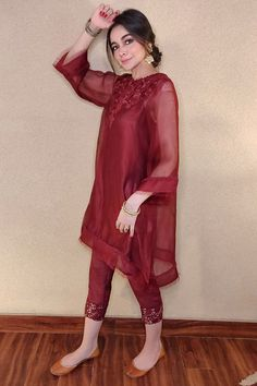 Simple Pakistani Dresses, Pakistani Fashion Casual, Pakistani Dress Design, Pakistani Outfits, Cute Dresses For Party, Designer Party Wear Dresses, Stylish Dresses For Girls, Fancy Dress Design, Stylish Dress Designs