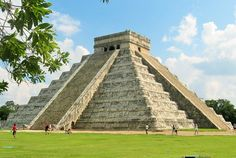 #ChichenItza, sitio arqueológico ubicado en el municipio de #Tinum, en la península de #Yucatán. Entro en la lista del #Patrimonio de la Humanidad en 1988 y es un vestigio importante y renombrado de la civilización #Maya.  #Destinos #ExcelToursCuernavaca #Cuernavaca #AgenciadeViajes #Turismo #Viajes